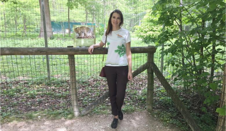 Парк кошек, Франция. Рядом с вольером, где содержится переднеазиатский леопард Гром, переданный в Парк кошек из Центра восстановления леопарда на Кавказе г. Сочи) в 2015 году