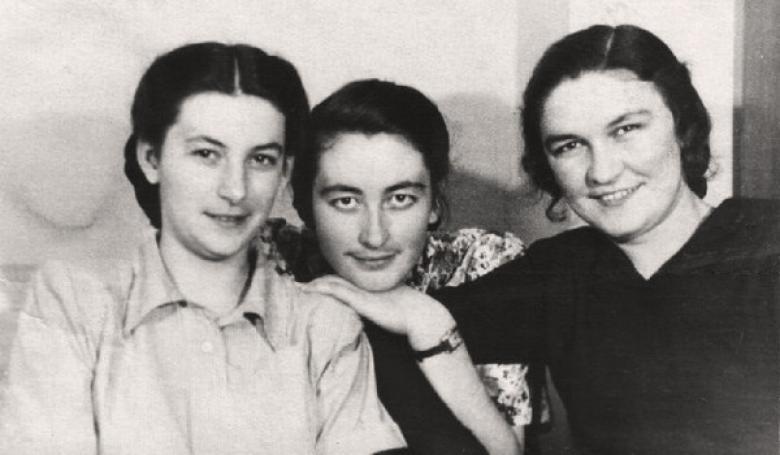Тамара Цагова, Раиса Афаунова и Евгения Белгорокова. Москва, МГУ, 1950-е годы